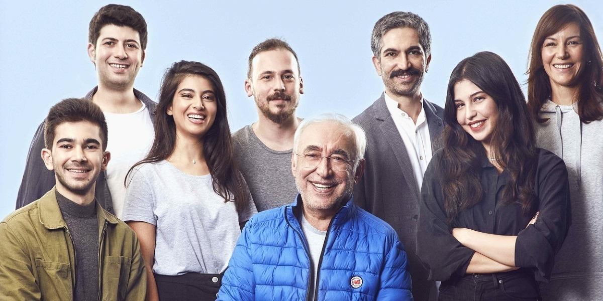 """Şener Şen, Yıllar Sonra """"Zengin Mutfağı"""" ile Tiyatro Sahnesine Dönüyor"""