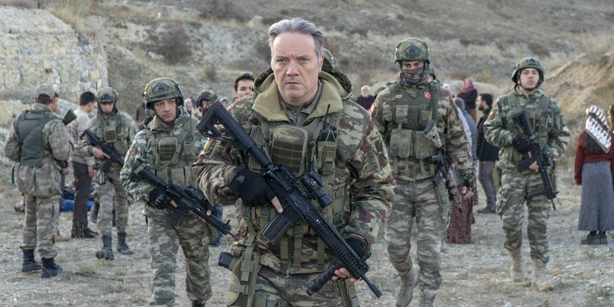 """""""Savaşçı"""" 83. Bölüm: Kopuz Albay'ın Dikkati, Felaketi Önlüyor"""