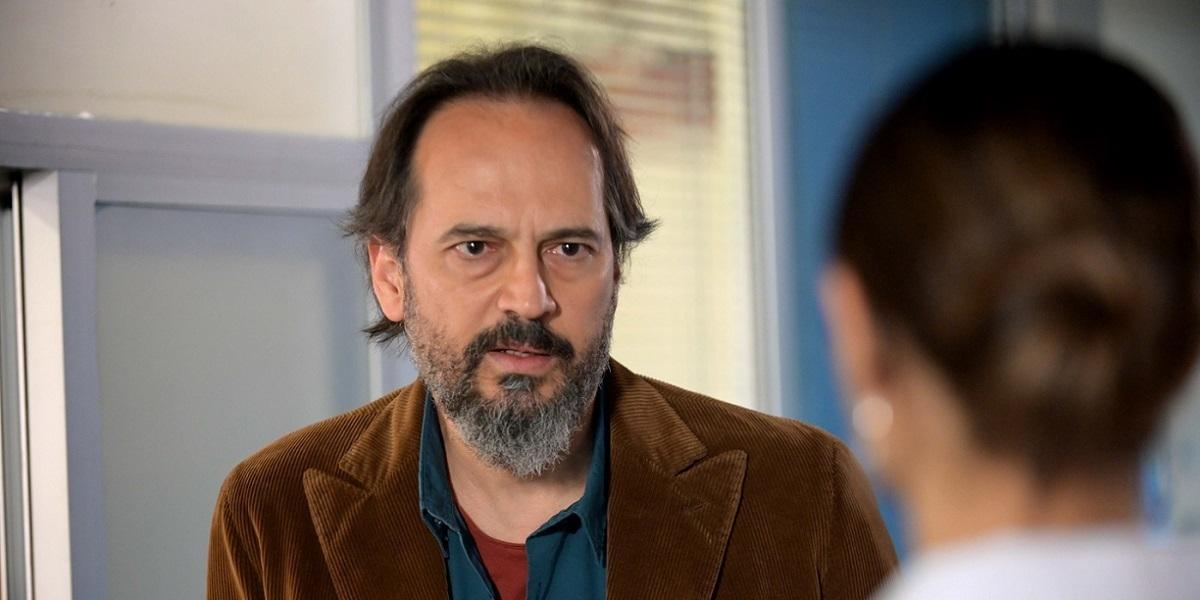 """""""Hekimoğlu"""" 7. Bölüm: Hekimoğlu, Hem Hastayla Hem Kendisiyle Mücadele Ediyor"""